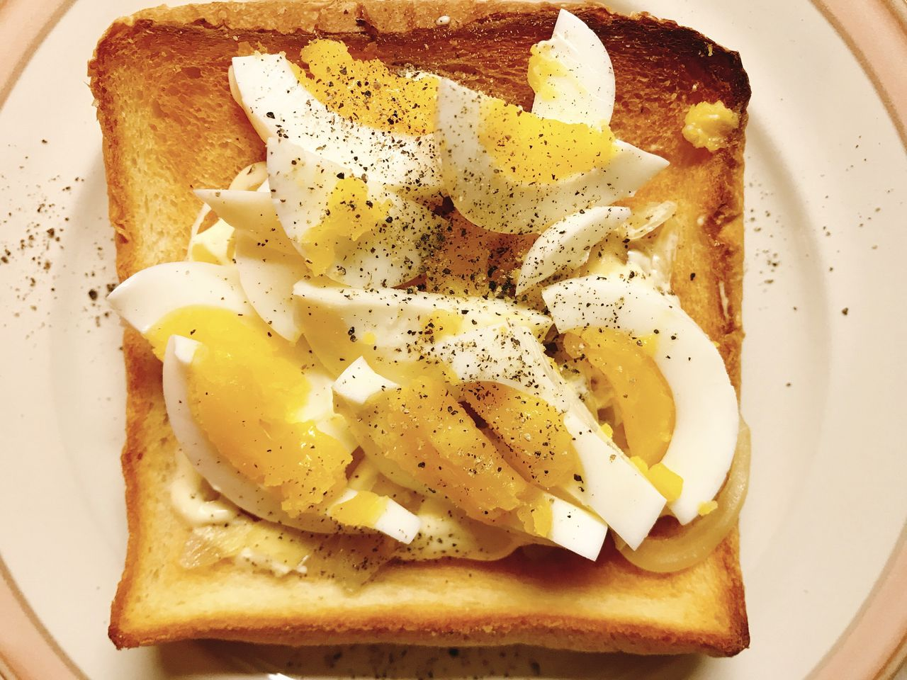 玉ねぎとゆで卵のトースト